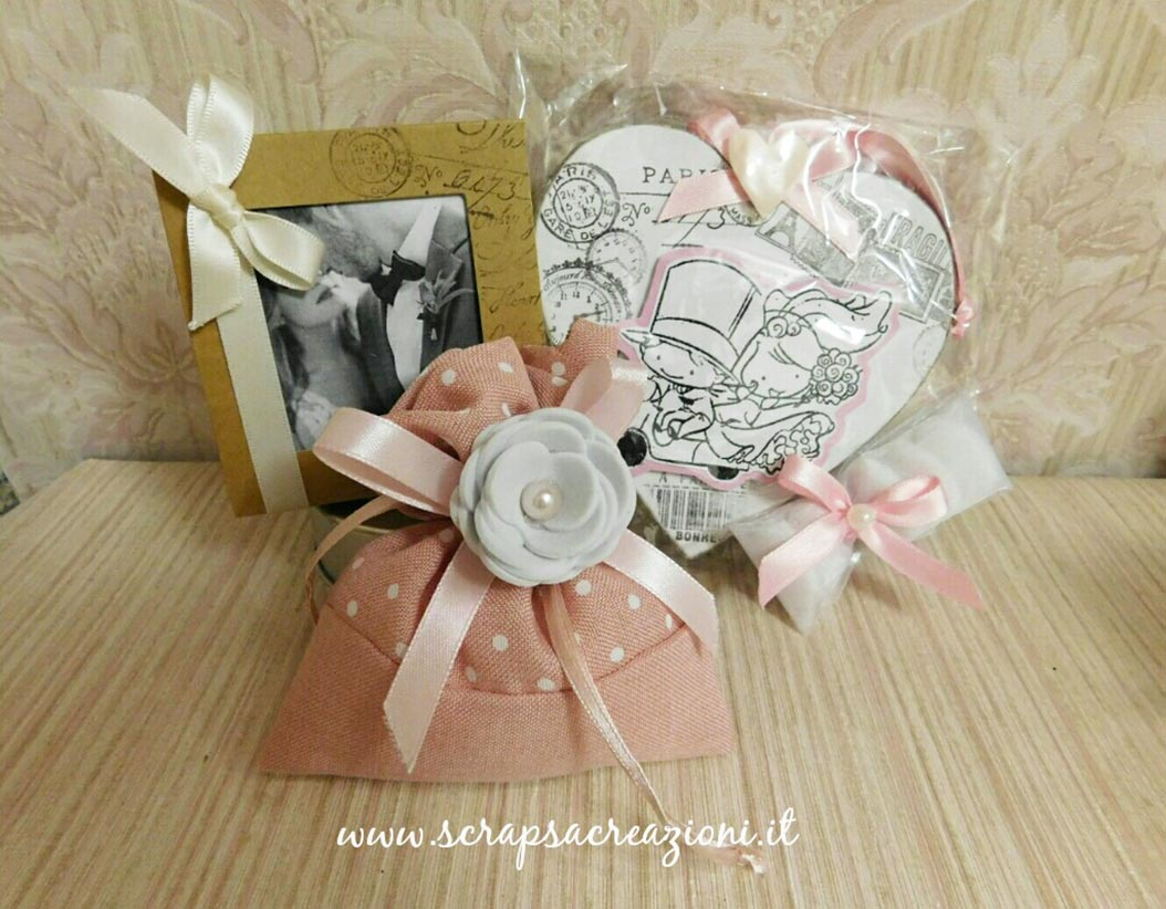 bomboniere matrimonio eleganti sacchetto porta confetti rosa con fiore
