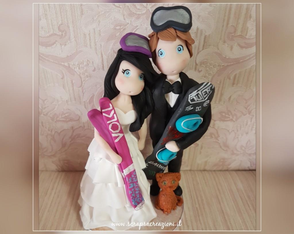 matrimonio invernale, cake topper in fimo sposi con sci e snowboard