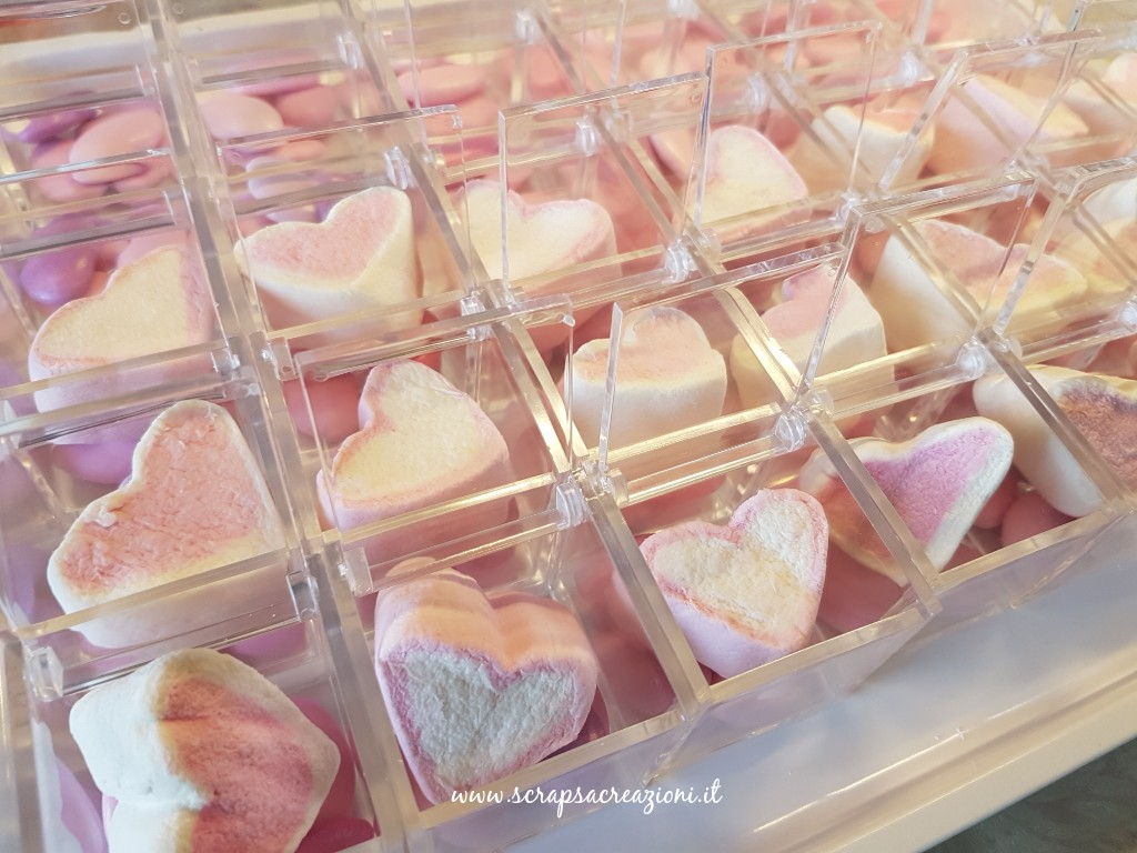 scatoline plexiglass per bomboniere battesimo bianco e rosa