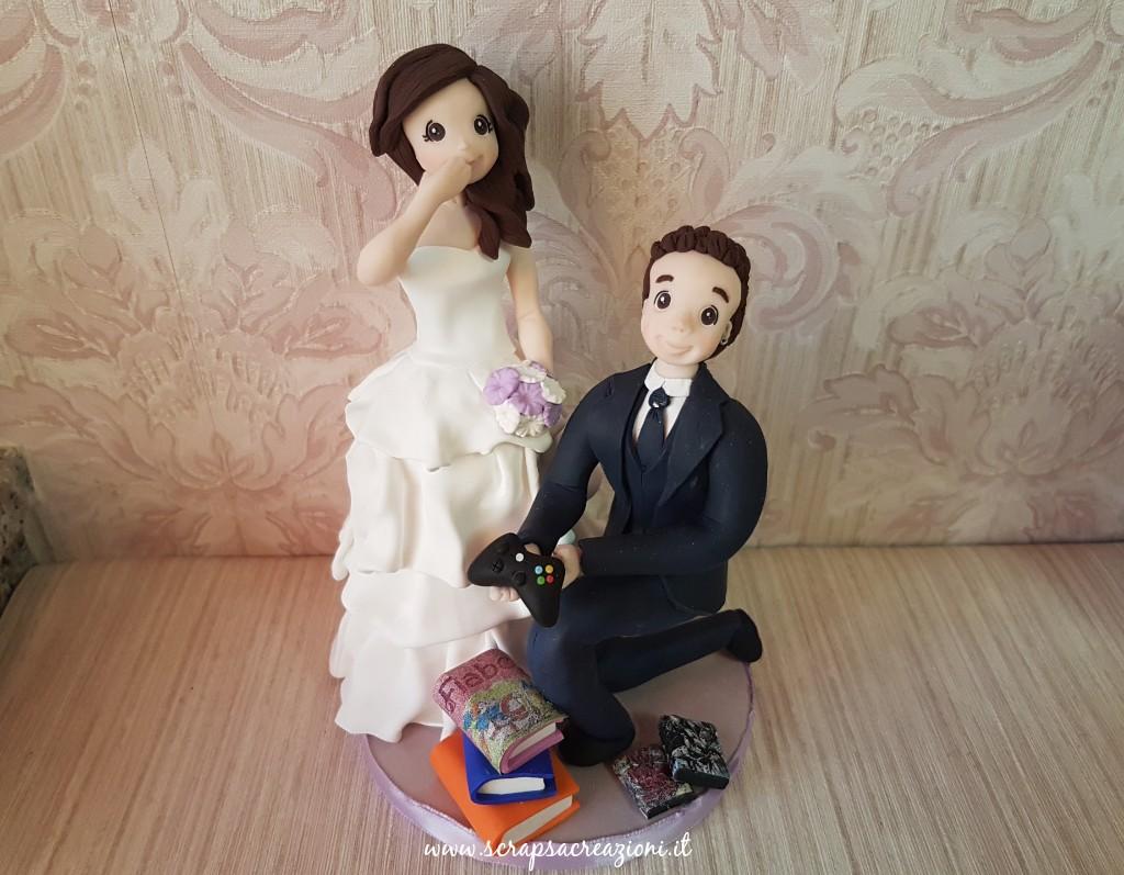 Statuine di sposi per torte nuziali divertenti con playstation