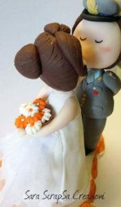 cake topper sposi in divisa simpatico