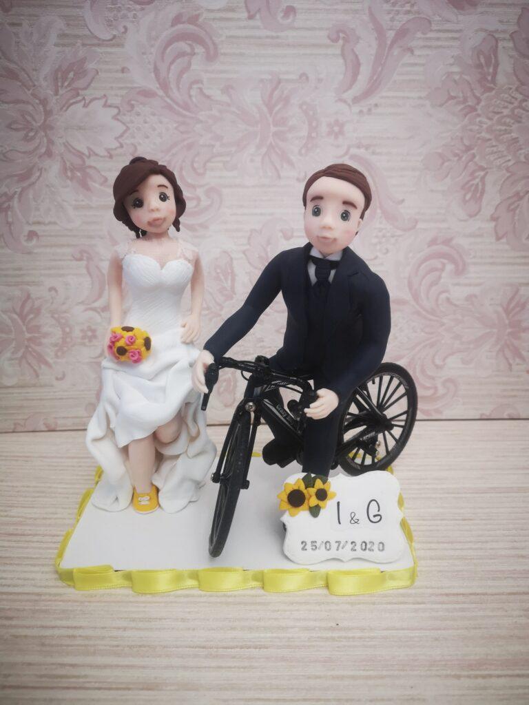 sposi in bicicletta in giallo