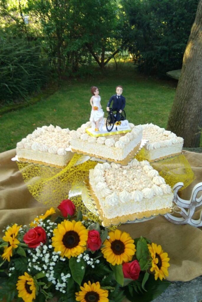 torta nuziale sposi in bicicletta