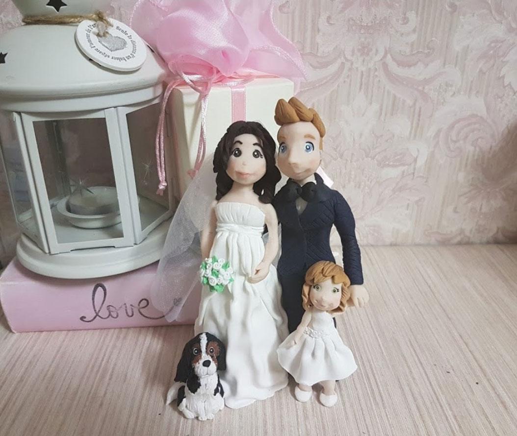 Cake topper sposa incinta con bambina e cane
