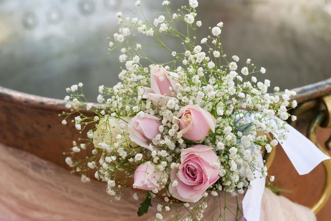 fiori fonte battesimale chiesa