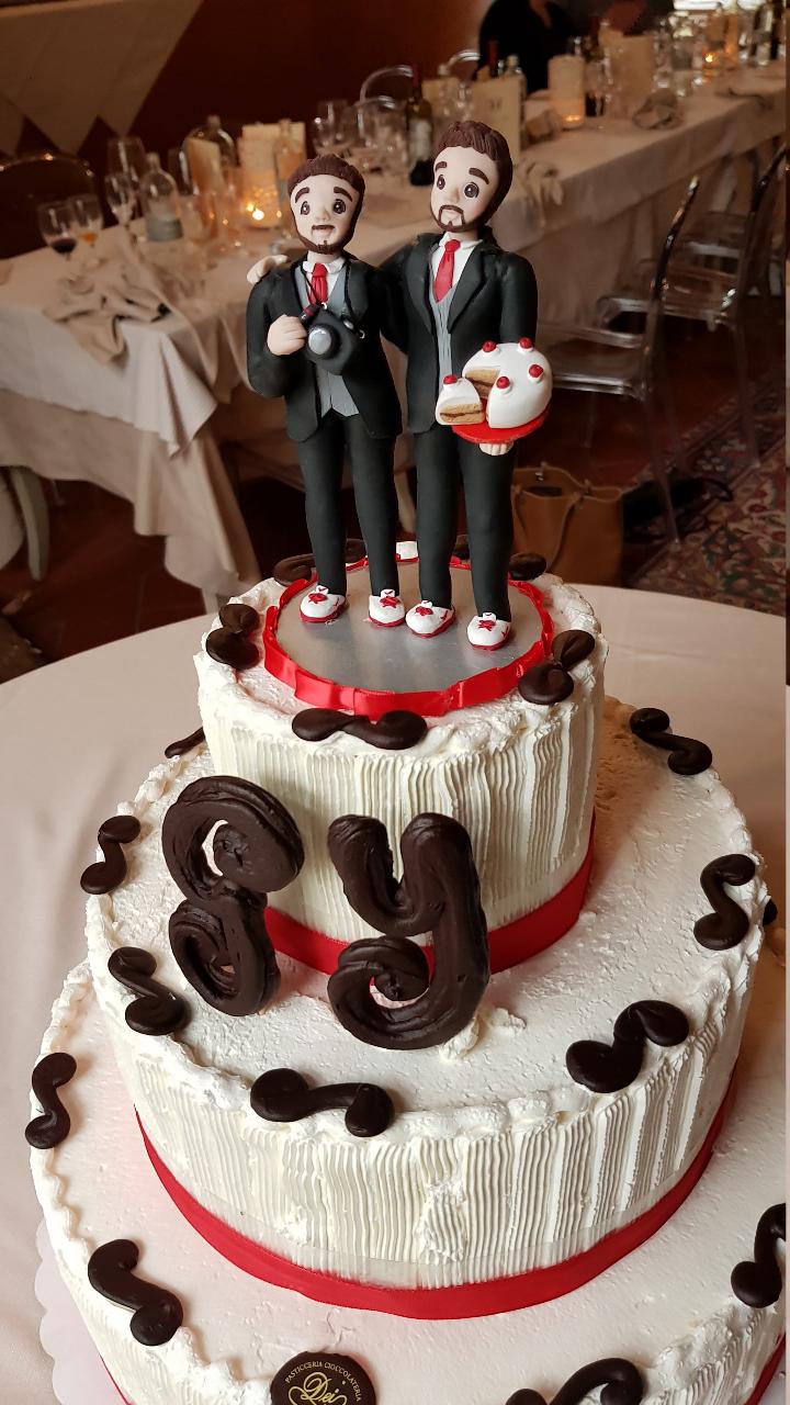 torta matrimonio gay con cake topper