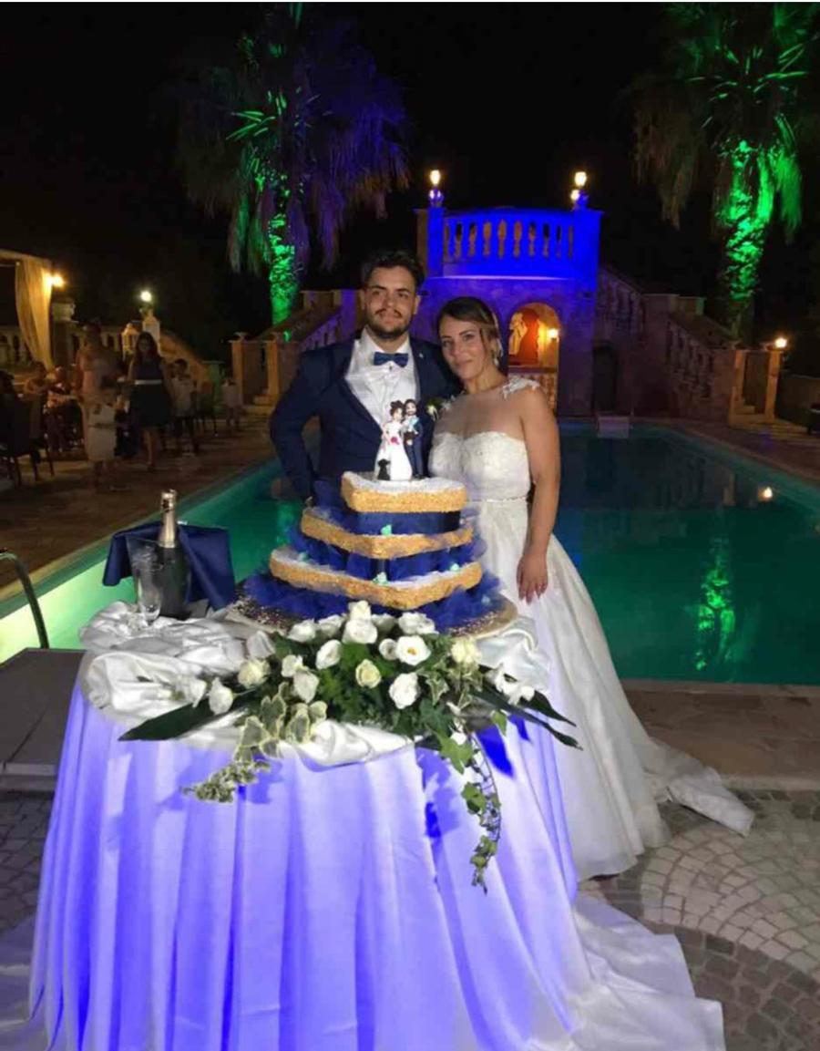 torta matrimonio quadrata blu con cake topper