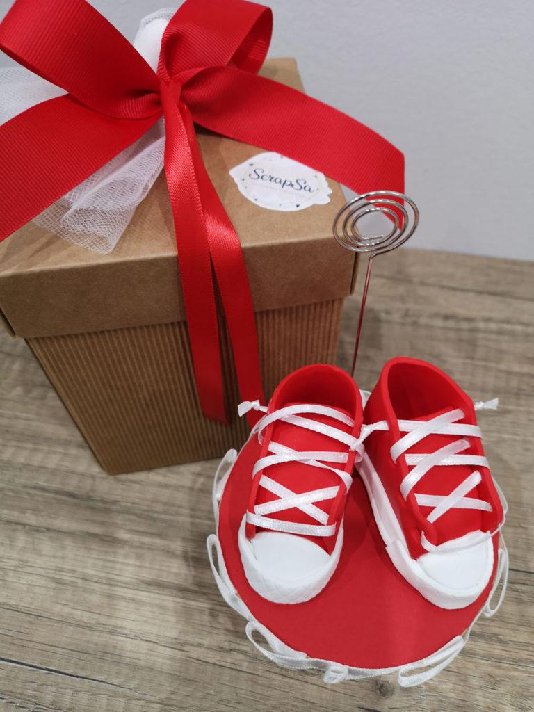 bomboniera nascita maschio scarpine rosse portamemo