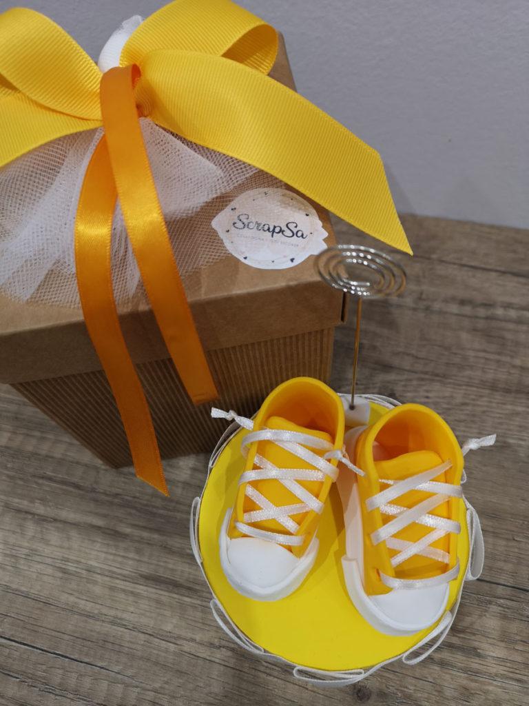 bomboniera nascita maschio scarpine gialle portamemo