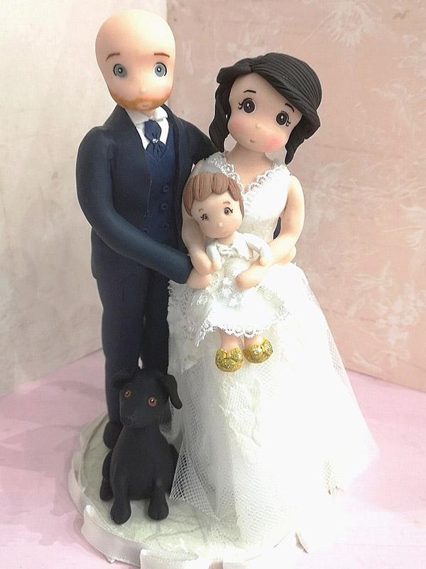 cake topper sposi con bambina in braccio