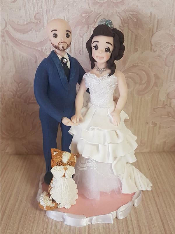 Cake topper sposi personalizzato con tessuto e gattino