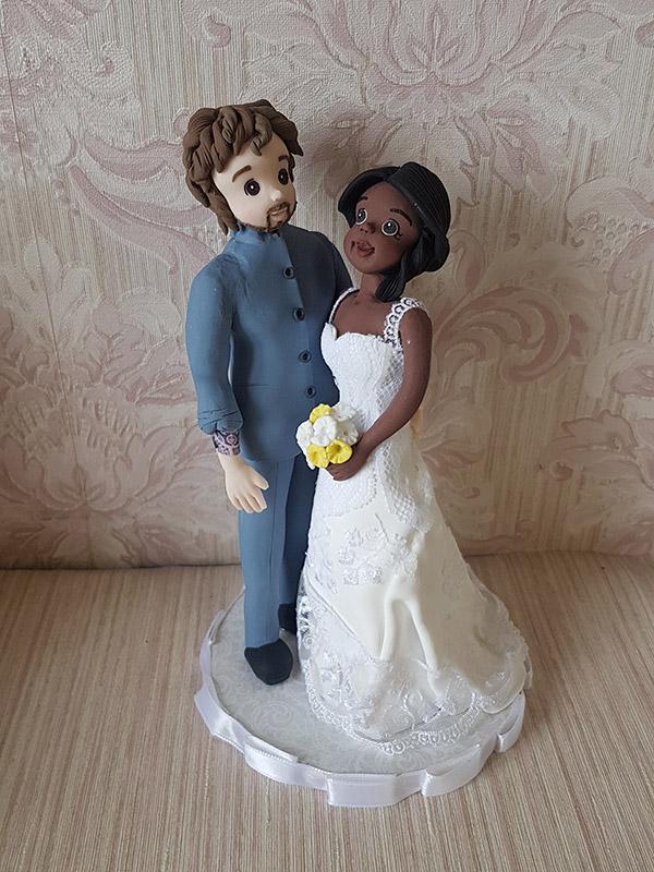 cake topper sposi personalizzato con pizzo e tatuaggio
