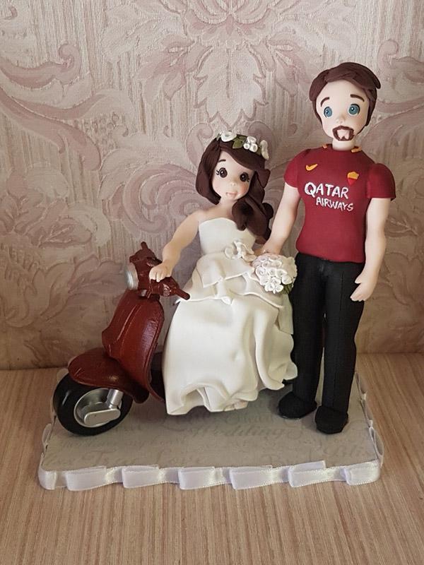 cake topper sposi personalizzato con moto vespa