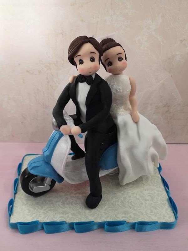 cake topper sposi personalizzato moto vespa
