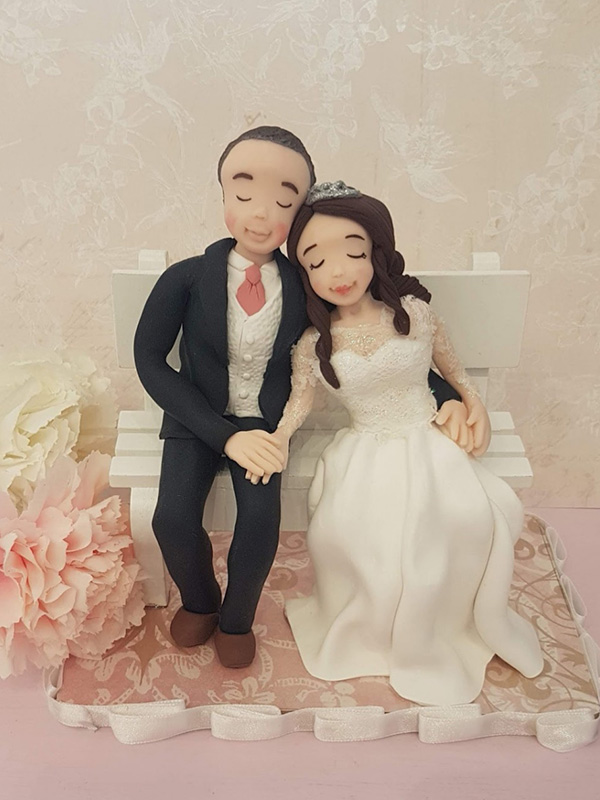 cake topper sposi romantici in panchina