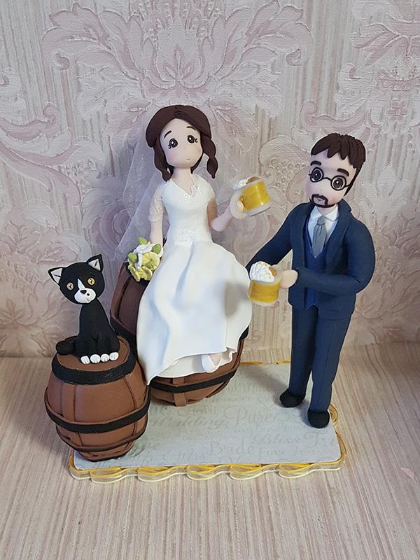 cake topper sposi romantici con birra