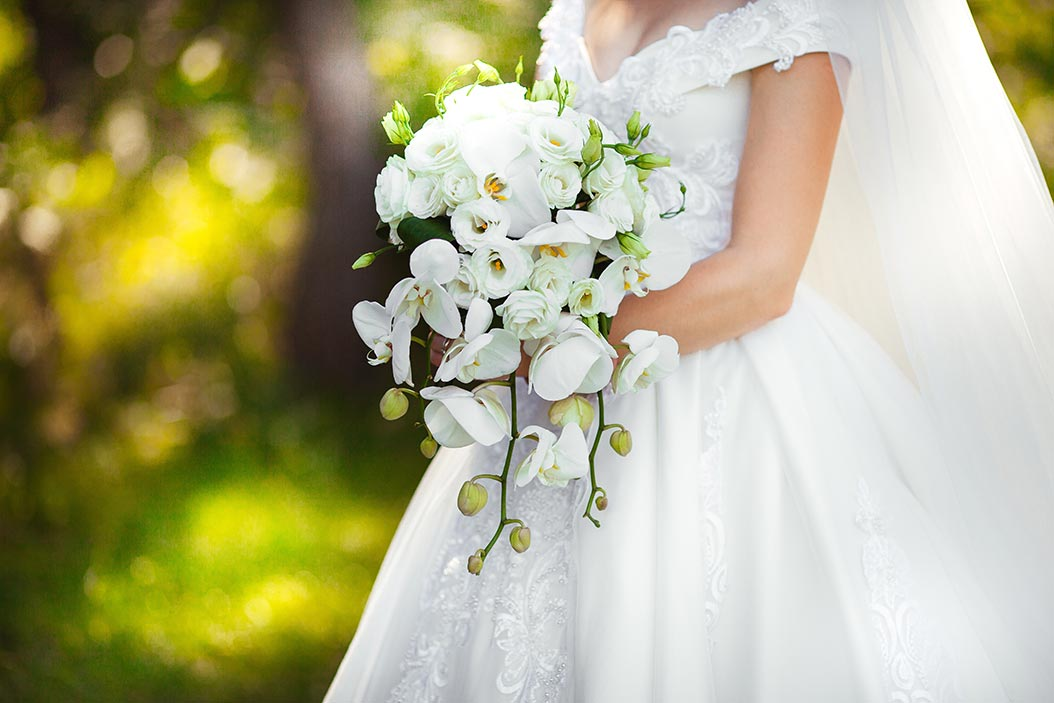 bouquet sposa a cascata orchidee bianche